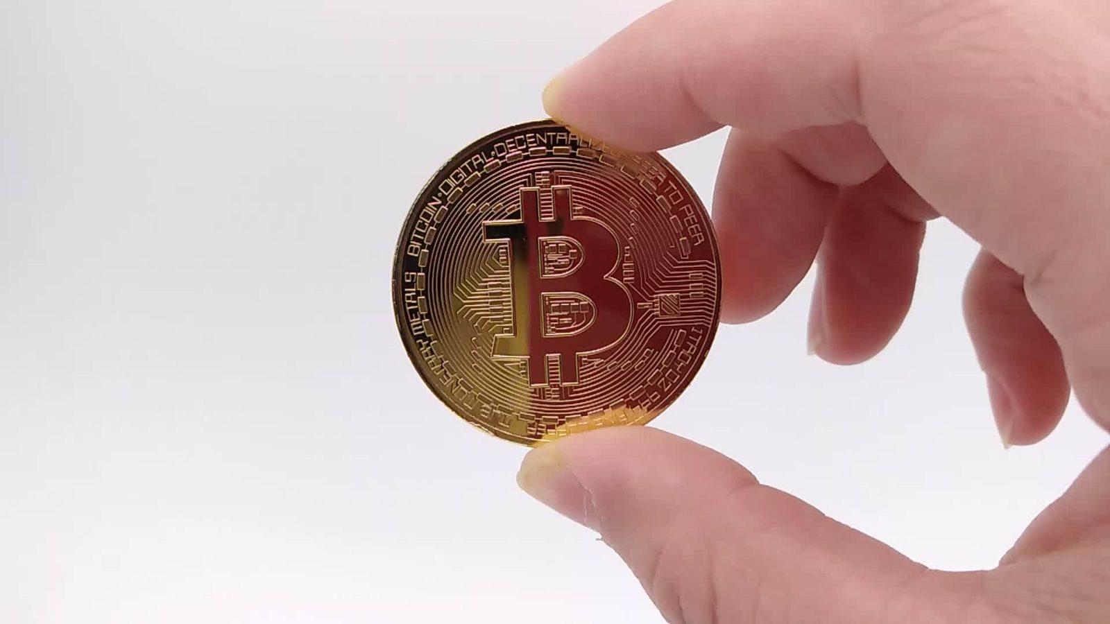 Физическая монета Биткоин