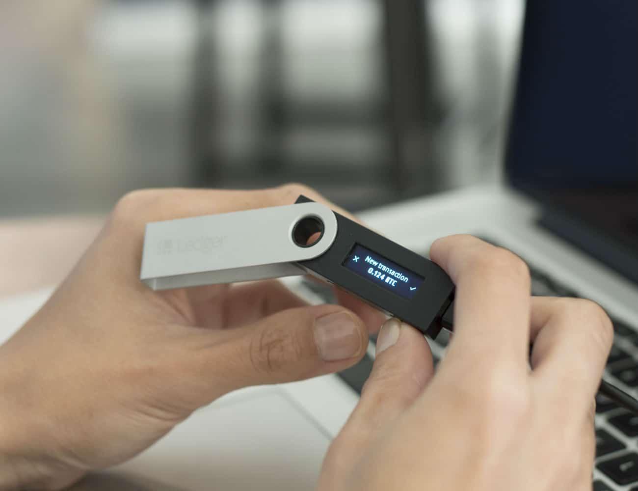 Холодный кошелек Ledger Nano S
